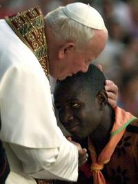 Pope_embraces_african_boy